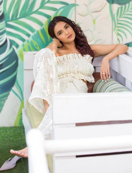 jasmin bhasin off shoulder outfit