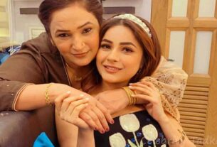 Shehnaaz Gill with her mother